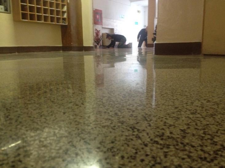 Rekonštrukcia administratívnej budovy terazzová podlaha nový stav