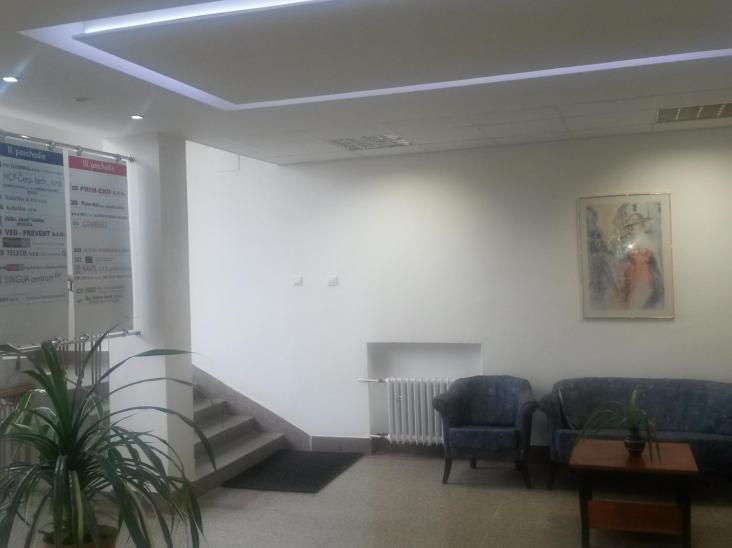 Rekonštrukcia administratívnej budovy-oprava terazzových podláh a úpravy vstupných priestorov