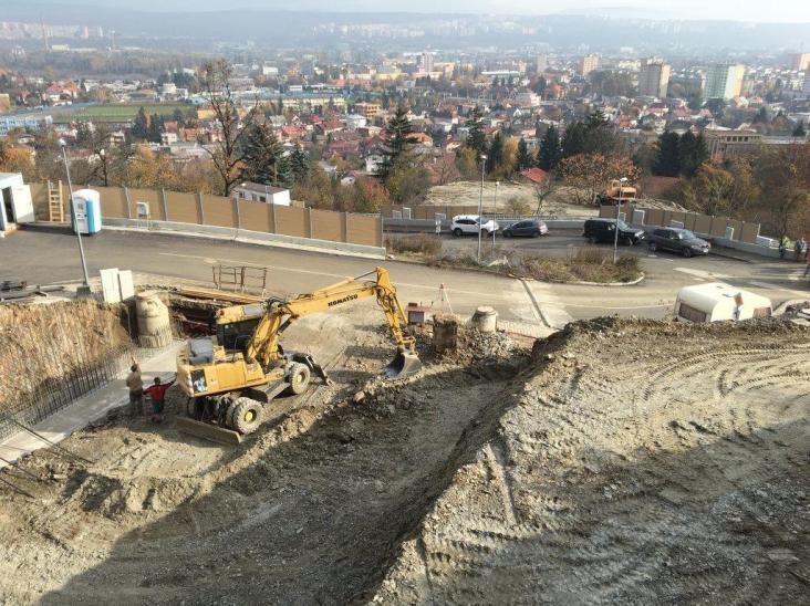 Výstavba oporných múrov, zemné práce, Vila B