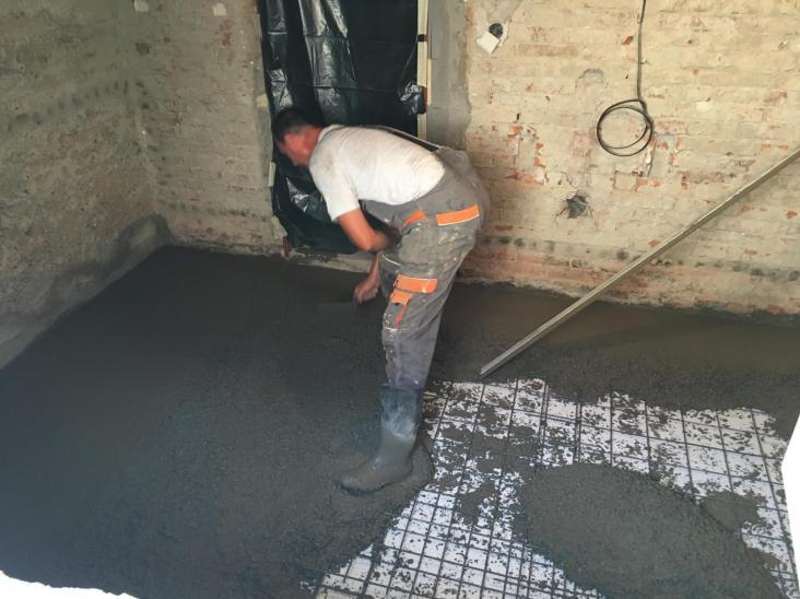 betonáž podlahy s hydroizolačným vsypom