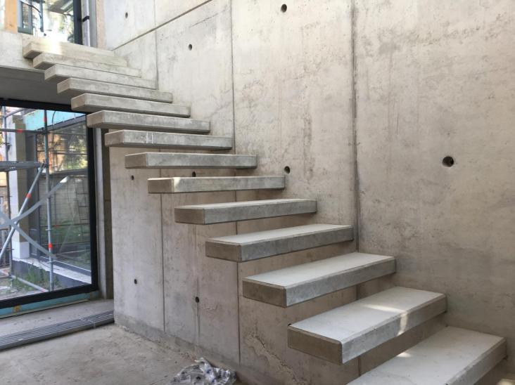 betonové dizajnové schody